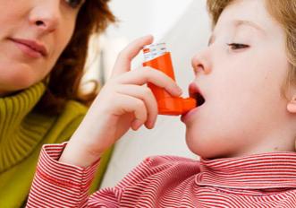 Child with inhaler2